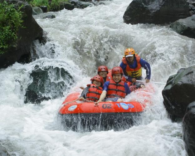 PACET RAFTING, TAK PERLU TAKUT ARUNG JERAM MALAM HARI, www.rafting-pacet.com, 081334664876